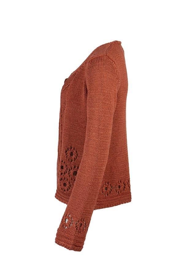 Kriss Cardigan Camilla   Enfärgad cardigan med hålmönster-dekorationer, ribbdetaljer och flatstickat. Modellen är rak i passformen.