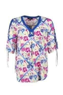 Kriss Sweden | Blus Katthult Färgglad och krinklad blus med härligt blomprint på en vit botten| shoppa blusar på kriss.eu