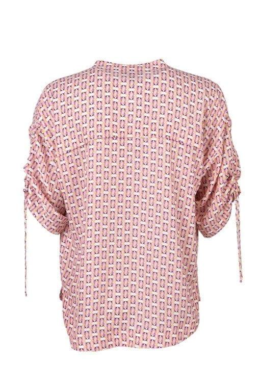 Vårlig och generös skjortblus med småmönstrat print i färgerna rosa, vitt och guld. V-formad halsringning och knäppning med små söta knappar.
