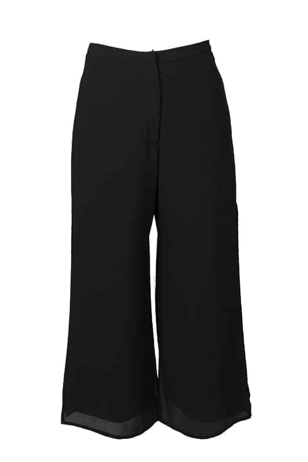 Festlig svart byxa i 2-lager, i 7/8 dels längd med vidd nertill.